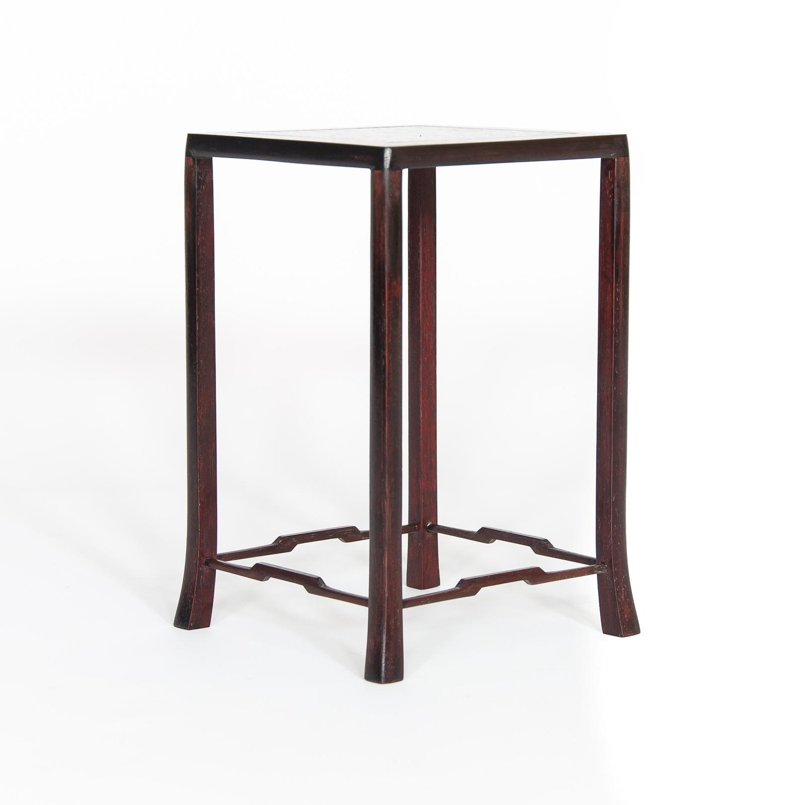 Table used MU-012